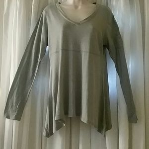 Athleta size large gray tunic top NOTE Flaw in pic